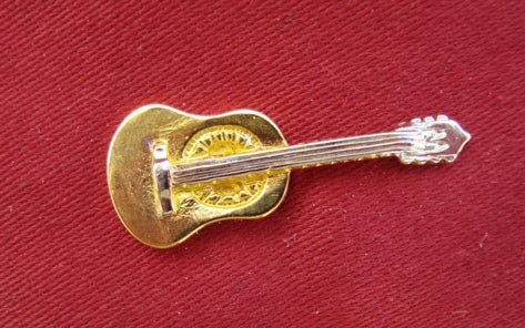 """""""Gitarre"""" als Pin"""