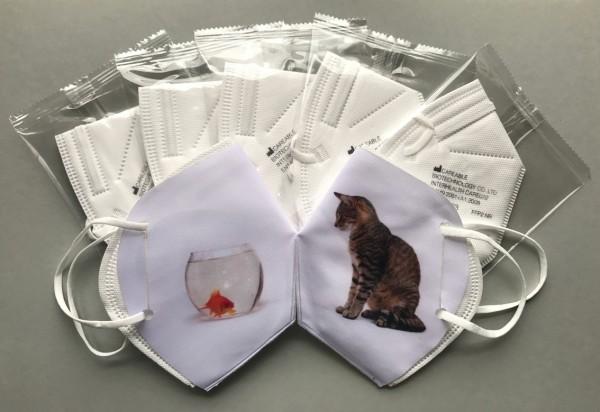 """Virologenset """"Katze mit Goldfischglas"""" (2 Überzieher + 7 FFP2-Masken)-Copy"""