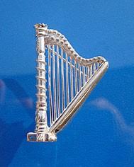 """Große Harfe"" als Anstecknadel"