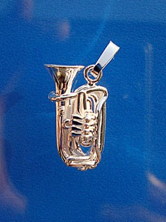 """""""Kleine Tuba"""" als Anhänger"""